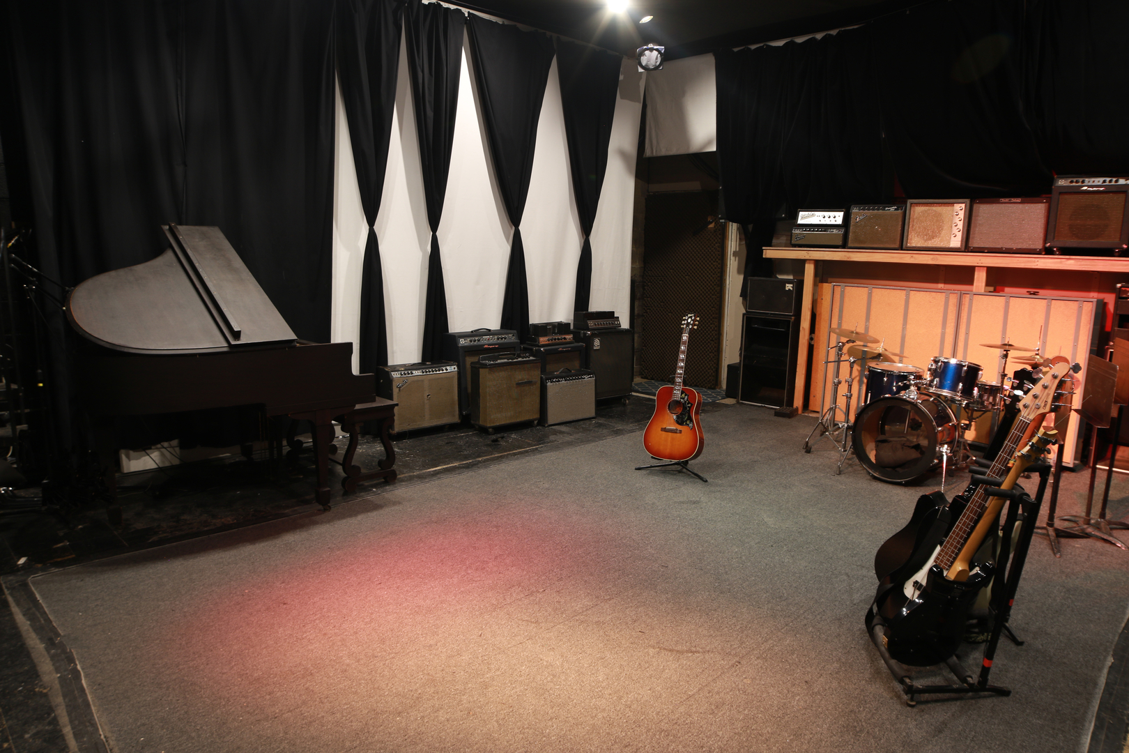 Supergiraffe Live Room With Piano