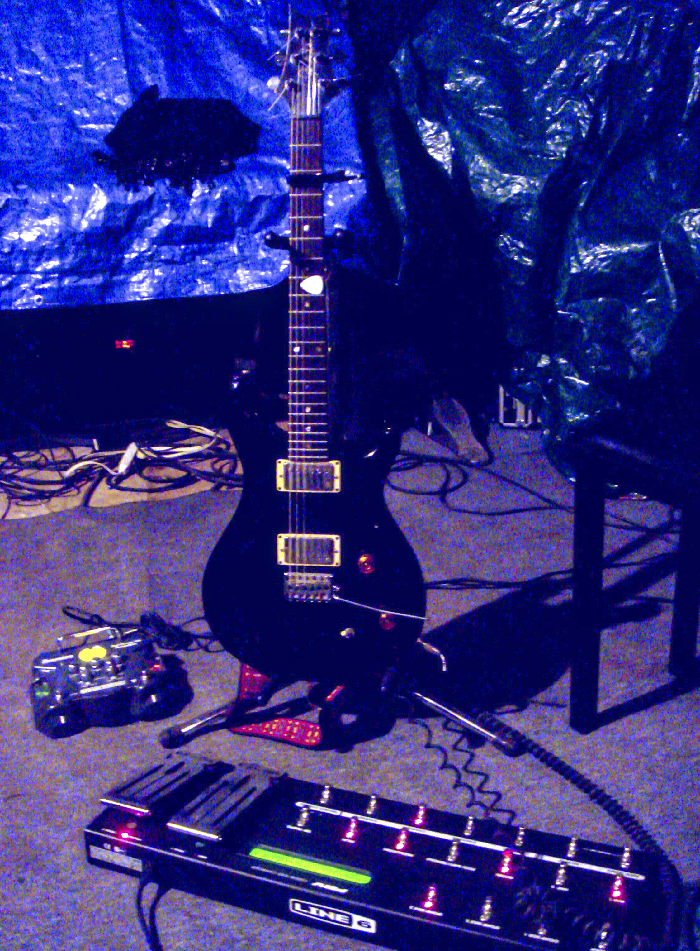 Javier's Guitar Setup For Sineparade Session At 17 Frost
